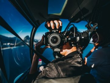 A photography blogger on a helicopter ride